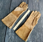Sueded leather gauntlets